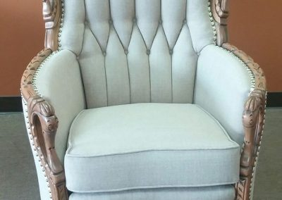 chaise antique blanche